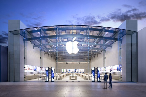 Apple becomes first U.S. company to reach $2 trillion